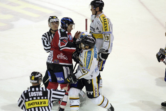 2.12.2004 - (Ässät-Kärpät)